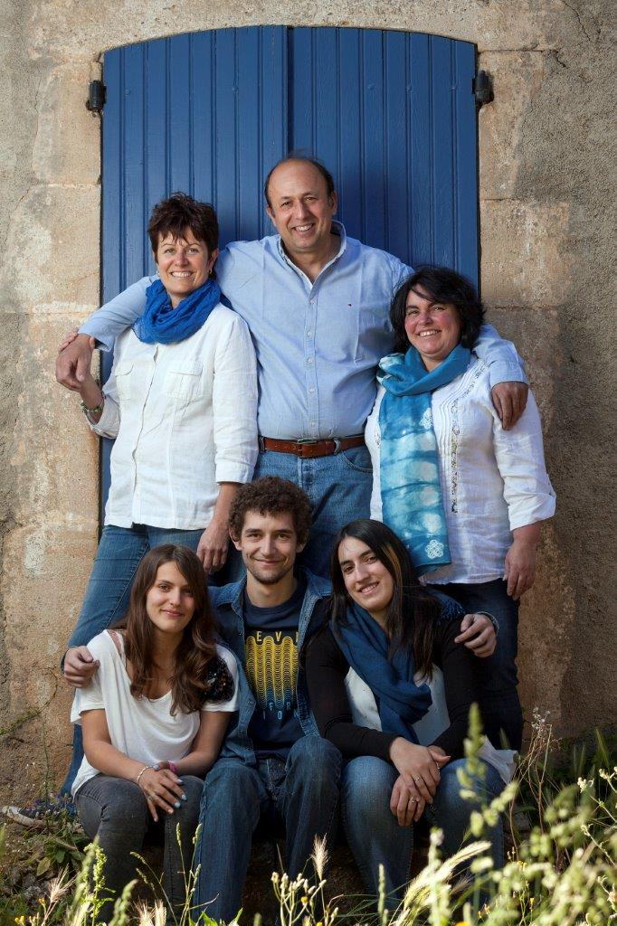 Group photo of Clos Bagatelle family members